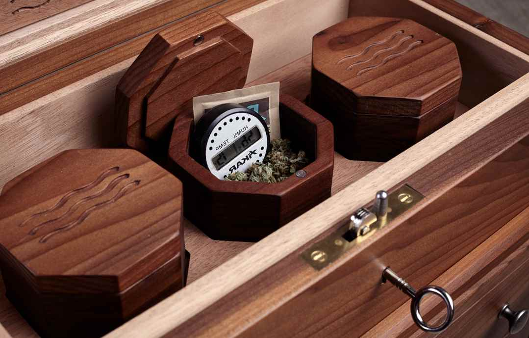 Weed Storage Methods & Containers: Humidifier Jars for Weed